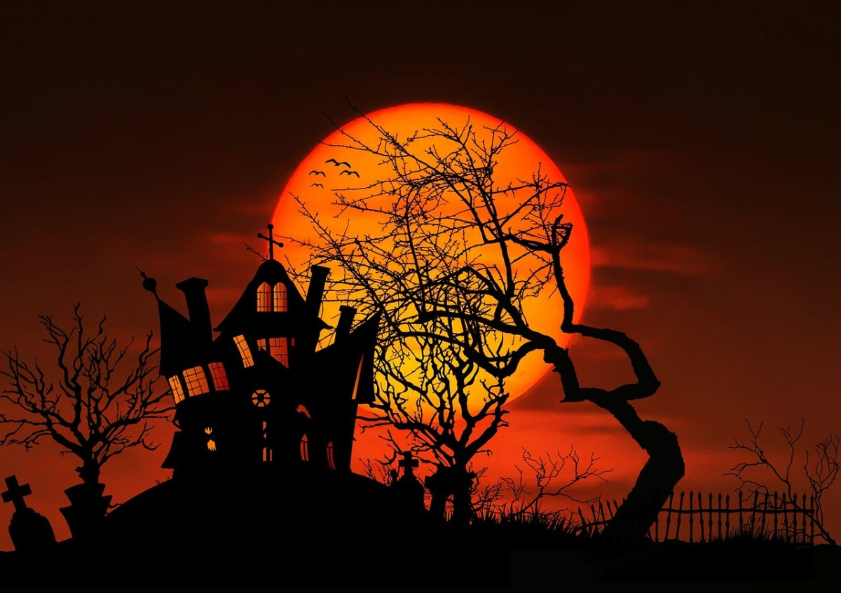 Spooky Podcasts That Will Get You Into The Halloween Spirit